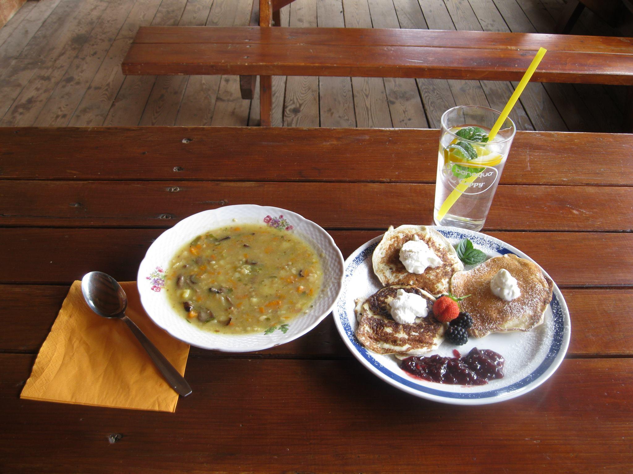 bramborová polévka + lívance